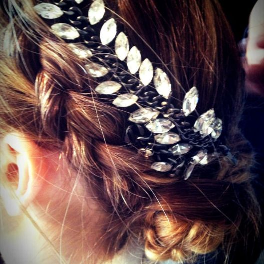 minka-kelly-met-gala-hair-accessory-w724