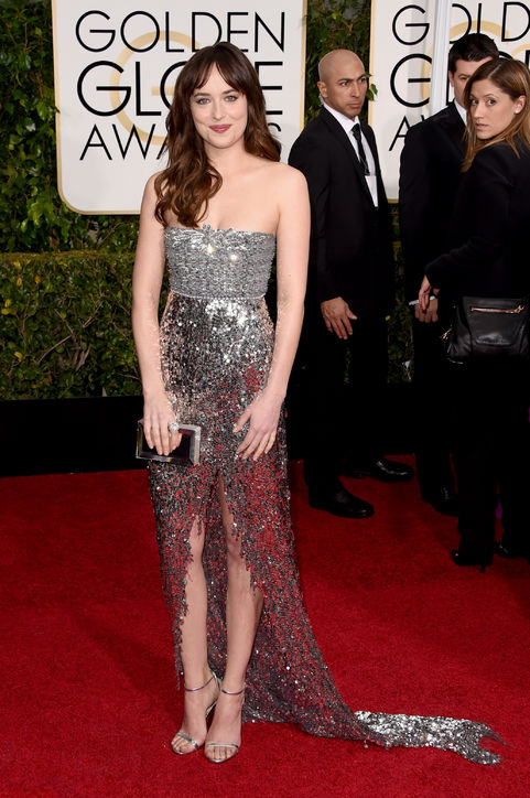 dakota-johnson-silver-sparkle-dress-golden-globes-2015-h724